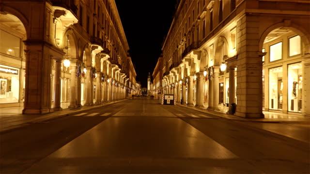 via roma, turin, piedmont, i̇talya - hiper sukut boyunca colonnades - unesco stok videoları ve detay görüntü çekimi