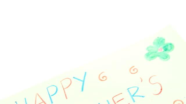 Farbstift auf glücklichen Mütter Tag Grußkarte gehalten – Video