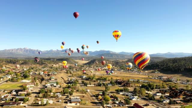 colorado varmluftsballonger sett av drönare - blue yellow bildbanksvideor och videomaterial från bakom kulisserna