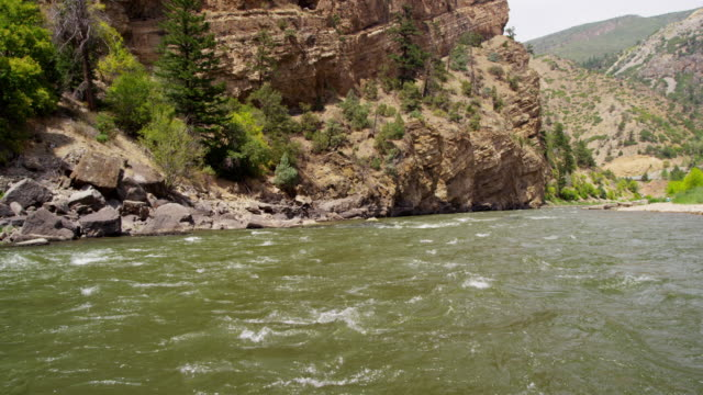 colorado river canyon und die natur in amerika usa - land geografisches gebiet stock-videos und b-roll-filmmaterial
