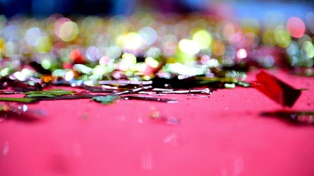 vídeos de stock, filmes e b-roll de confetes coloridos no chão após o evento de celebração - campeonato esportivo