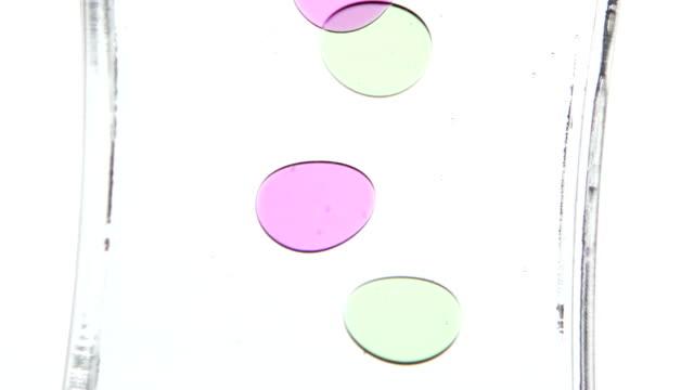 vídeos de stock e filmes b-roll de cor do óleo. período de tempo. branco. plano aproximado - oleo palma
