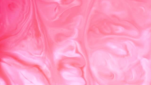 色塗料美しい広がる液体、リアルタイム撮影で - ピンク色点の映像素材/bロール