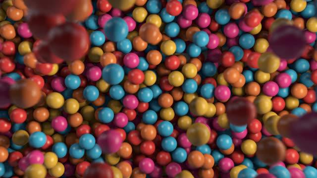 vidéos et rushes de piscine à boules colorées - balle ou ballon