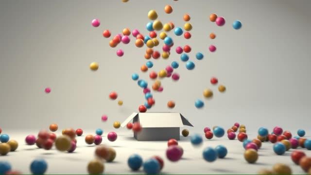 bunte kugeln in einer box - kugelform stock-videos und b-roll-filmmaterial