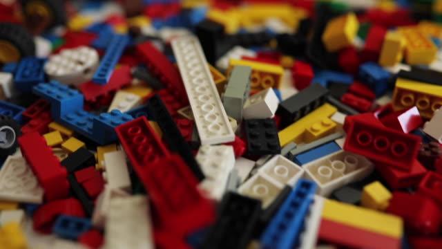 vídeos de stock e filmes b-roll de colorful blocks to stimulate young minds - bloco