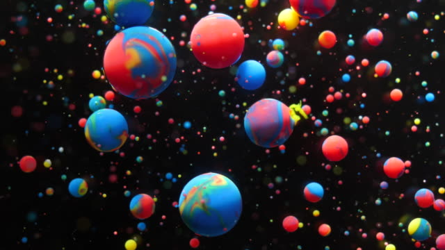 colorful bubbles oil beautiful acrylic paint universe color moving multicolored. fantastic hypnotic surface. gravitation metamorphosis bubbles of bright colors moving oil surface. chemical reaction. - atomo video stock e b–roll