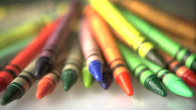 pastelli colorati - matita colorata video stock e b–roll