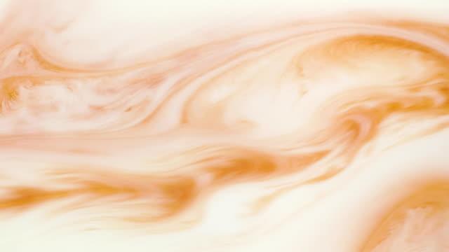 färgglad färg med silver partiklar flyttar organiskt i vätskan - akrylmålning bildbanksvideor och videomaterial från bakom kulisserna