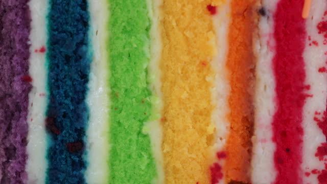 bunte regenbogen kuchen - zuckerguss stock-videos und b-roll-filmmaterial