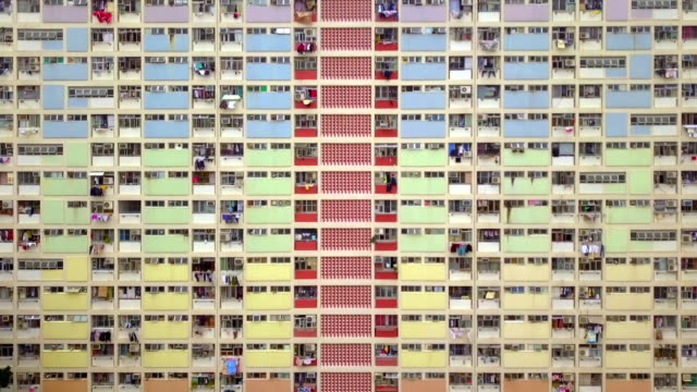 vídeos de stock e filmes b-roll de colorful rainbow pastel building with basketball court and facade windows background. architecture building design in choi hung estate, kowloon, hong kong city, china. - terreno