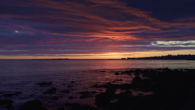 colorful sunset over calm water reykjavik - спокойная вода стоковые видео и кадры b-roll