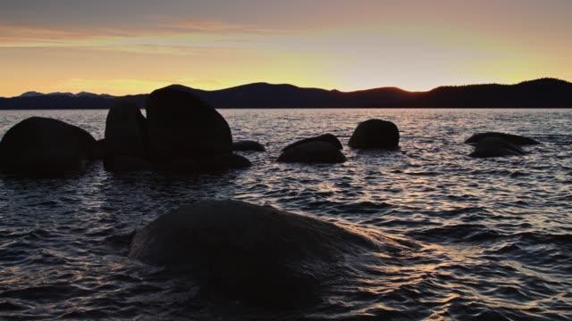 多彩的日落在太浩湖 - 州立公園 個影片檔及 b 捲影像