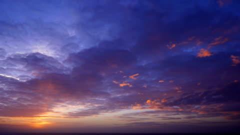 kolorowy zachód słońca - horyzont filmów i materiałów b-roll