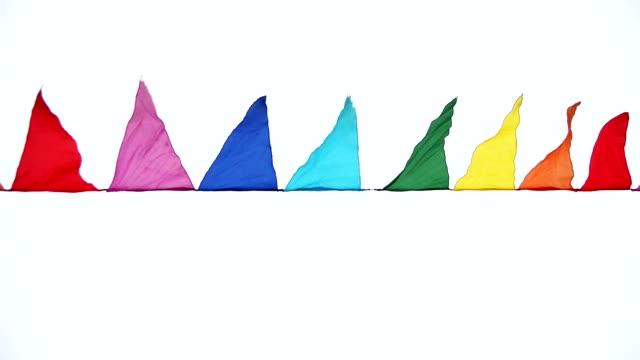 färgglada trekantiga flaggor vajande i vinden, dekoration för semestern, utomhus - lucia bildbanksvideor och videomaterial från bakom kulisserna