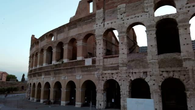 stockvideo's en b-roll-footage met colosseum in rome - boog architectonisch element