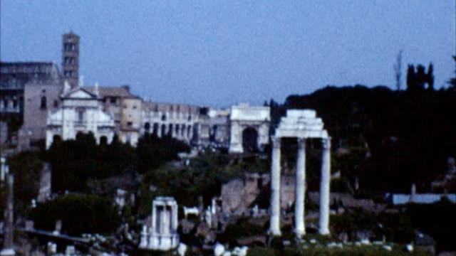 colosseo, roma, italia (archiviato anni'60 - colosseo 1900 video stock e b–roll