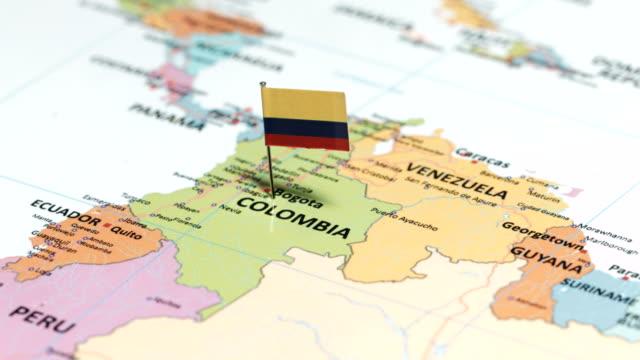 columbia ulusal bayrak ile - kolombiya stok videoları ve detay görüntü çekimi