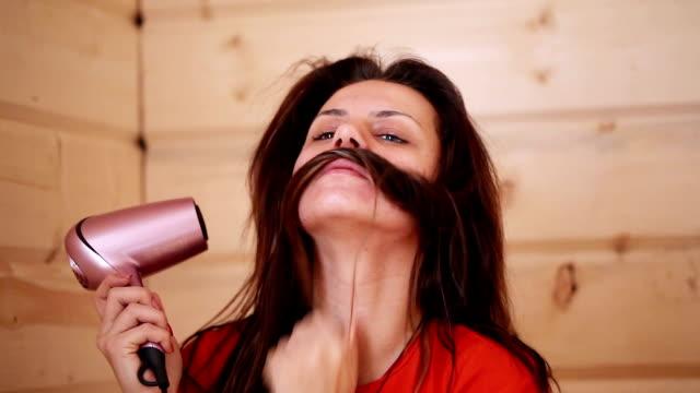 Combing hair dryer video