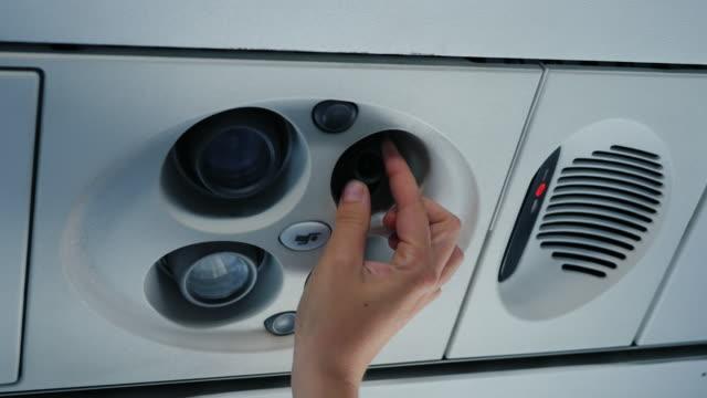 komfort i flykt, ställa in enskilda instrumentpanelen av passagerare - ventilation bildbanksvideor och videomaterial från bakom kulisserna
