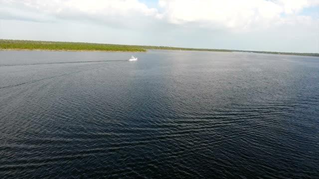 stockvideo's en b-roll-footage met commerciële vissersboten op het water - gulf coast states