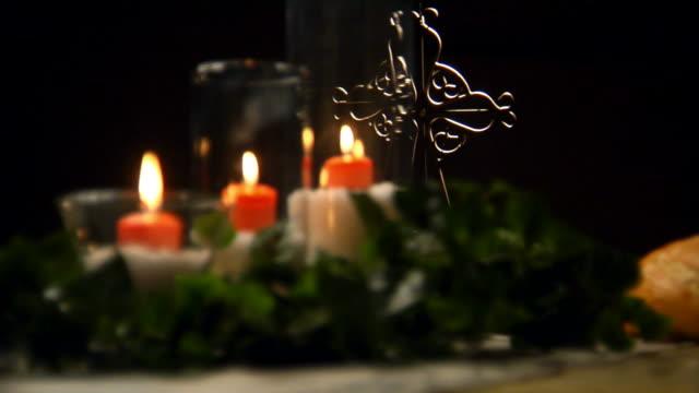 聖餐キャンドルとクロス静電気 HD ビデオ