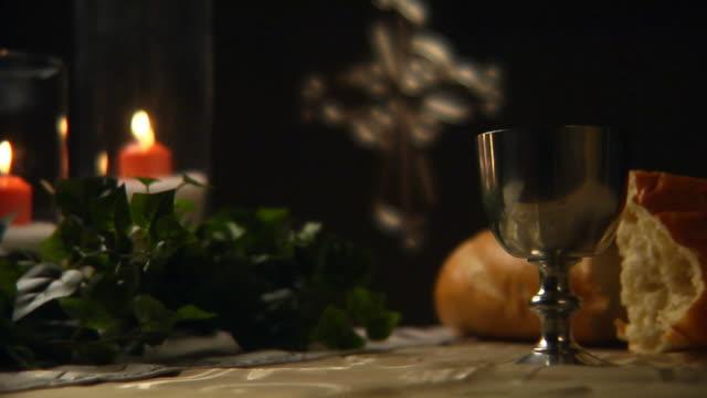성찬식 컵 클로즈업 hd - 찰리스 스톡 비디오 및 b-롤 화면