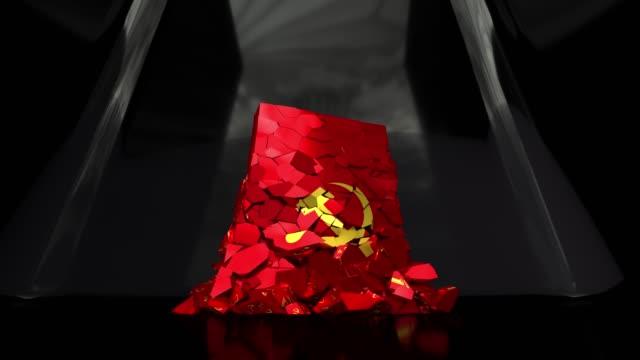 kommunistischen kommunismus flagge russland udssr sowjetische kalten krieg sozialistische hammer sichel 4k - kommunismus stock-videos und b-roll-filmmaterial