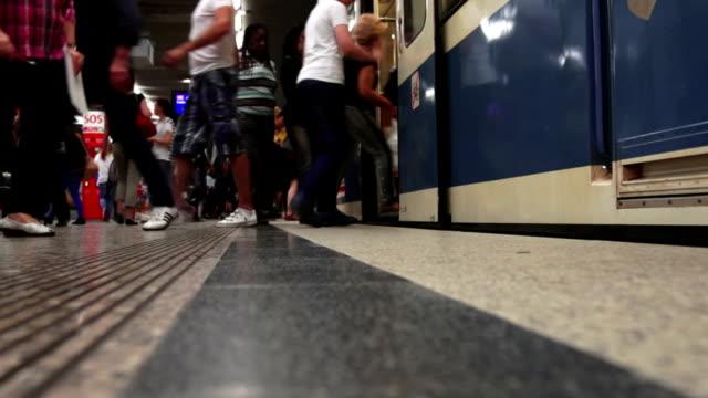 commuters boarding subway train - munich train station bildbanksvideor och videomaterial från bakom kulisserna