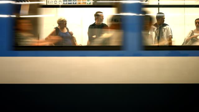 t/l commuters boarding subway train - munich train station bildbanksvideor och videomaterial från bakom kulisserna