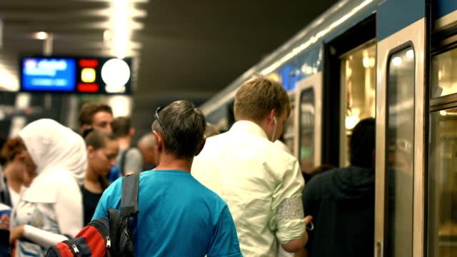 commuters boarding subway train (4k/uhd to hd) - munich train station bildbanksvideor och videomaterial från bakom kulisserna