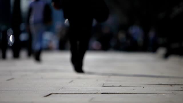 commuters: businessman heads off down the street - kontrastrik bildbanksvideor och videomaterial från bakom kulisserna