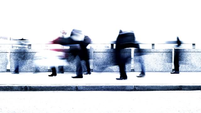 stockvideo's en b-roll-footage met commuters: office workers going to work - dubbelopname businessman