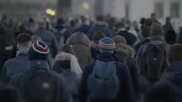 commuters walking in winter, rear view. slow motion 60fps. - london bridge inghilterra video stock e b–roll
