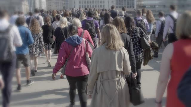 commuters walking to work in springtime. - время дня стоковые видео и кадры b-roll