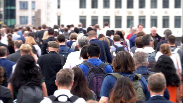 commuters walking to work. rear view. sm - london bridge inghilterra video stock e b–roll