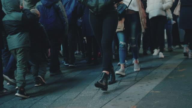 通勤ウォーキング - ビジネスマン点の映像素材/bロール