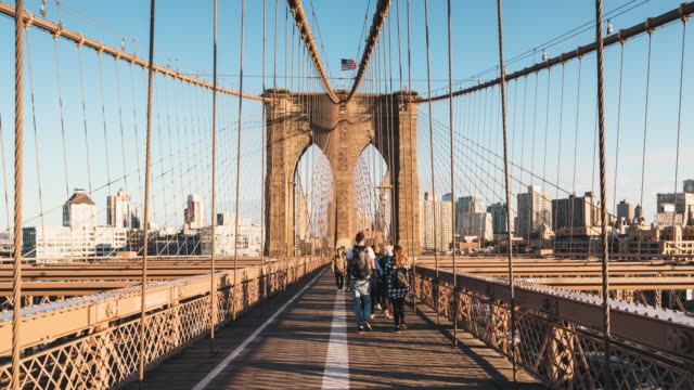 Faire la navette entre Manhattan à Brooklyn par le pont de Brooklyn - Vidéo