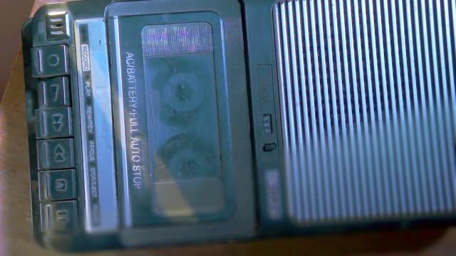 compatta grande vintage registratore di nastro cassetta - mangianastri video stock e b–roll