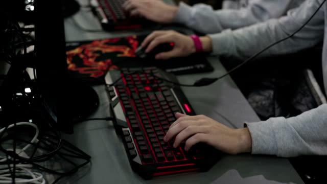 competition on computer games at the mall - współzawodnictwo wydarzenia filmów i materiałów b-roll