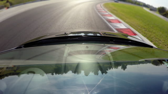 경쟁력 있는 스포츠 자동차 운전 - 레이싱 스톡 비디오 및 b-롤 화면