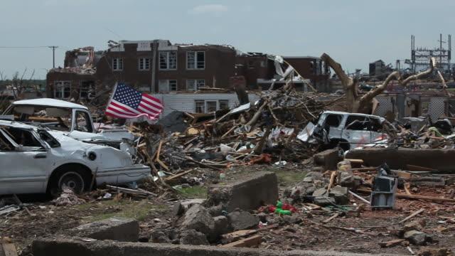 completa la distruzione da tornados - tornado video stock e b–roll