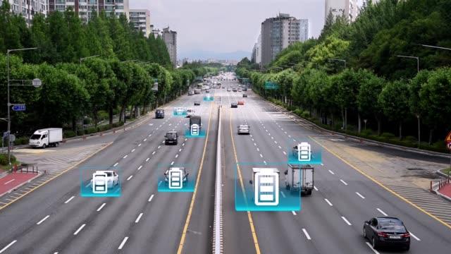 computergrafisches bild eines elektrofahrzeugs oder wasserstoffelektrischen fahrzeugs, das auf der straße fährt. - wasserstoff stock-videos und b-roll-filmmaterial