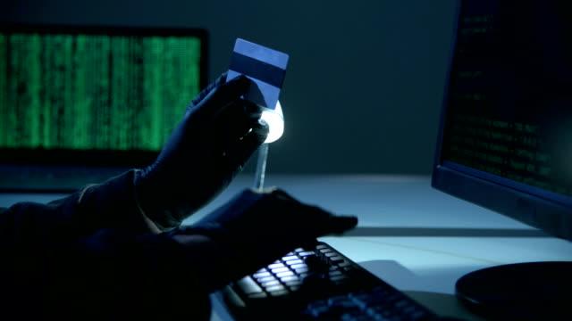 vídeos de stock e filmes b-roll de hacker - ladrão