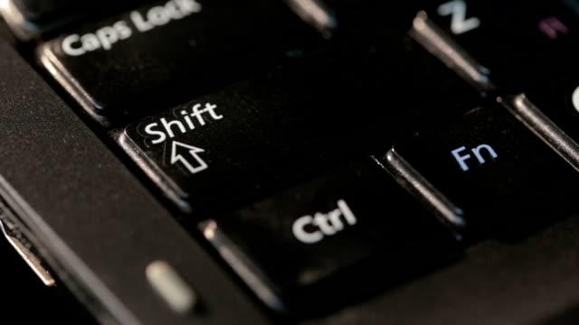 vídeos de stock, filmes e b-roll de teclado de computador melt alta temperatura - domínio