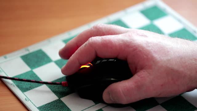 dator mus i handen - djurarm bildbanksvideor och videomaterial från bakom kulisserna
