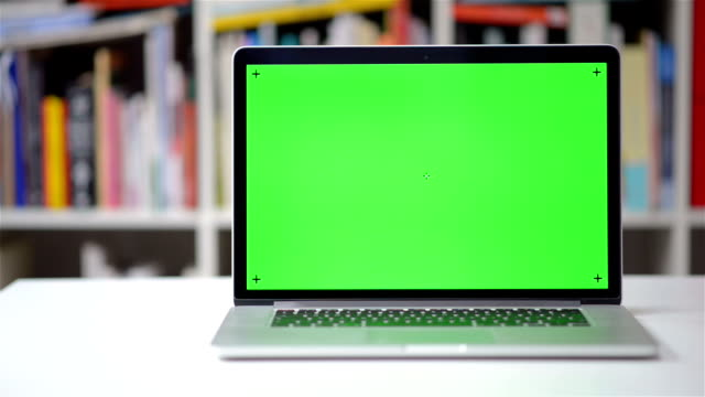 Computer screen chroma key tracking video
