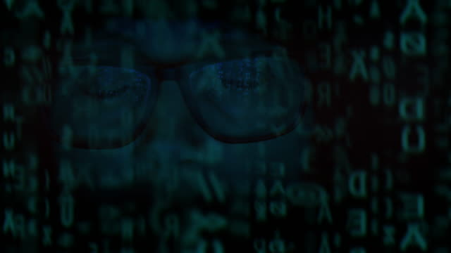 computer software reflection. woman wearing glasses looking at monitor in darkness. - kradzież tożsamości filmów i materiałów b-roll