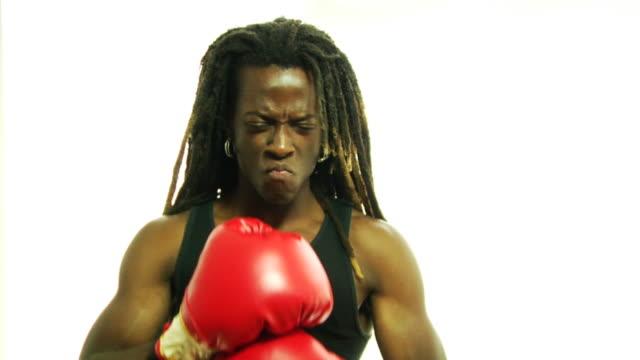 集中ボクシング rasta 少年 - 対立点の映像素材/bロール