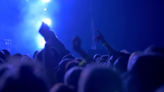 vídeos y material grabado en eventos de stock de concierto público en proyectores - brazo humano